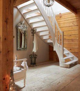 Schody drewniane białe